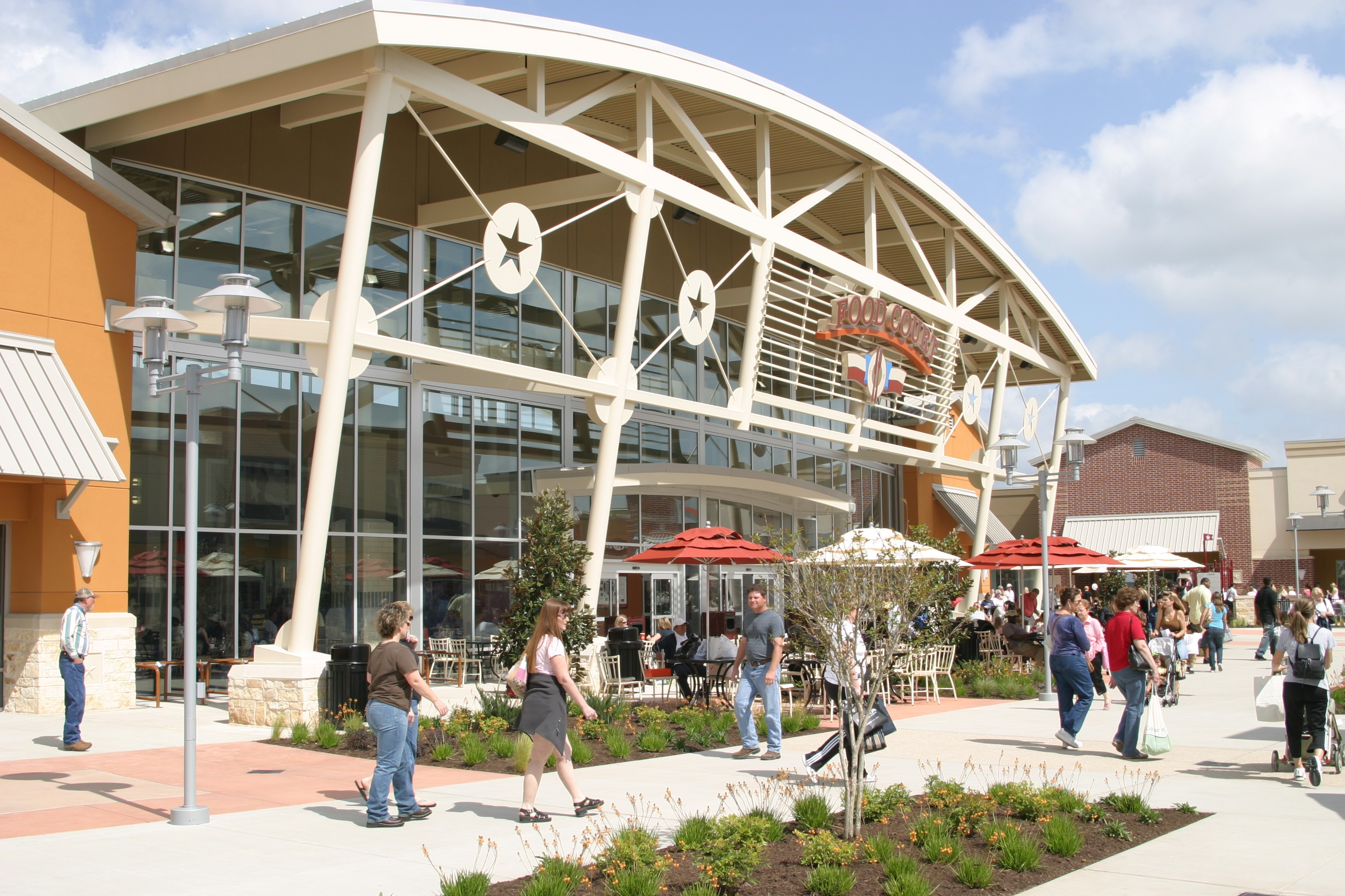 Houston Premium Outlets Reopens